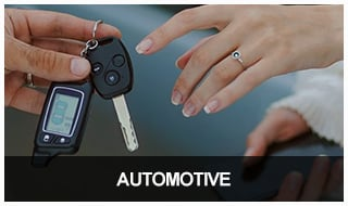 Image of a locksmith handing a newly programmed car transponder key to a happy client